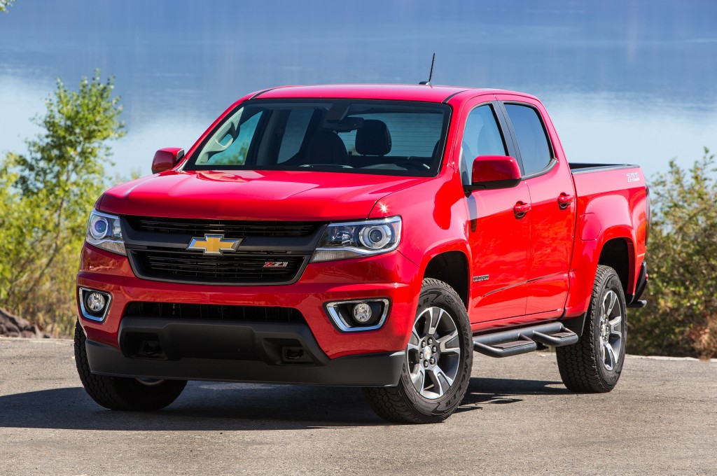 2015-chevrolet-colorado-z71-front-three-quarters-view