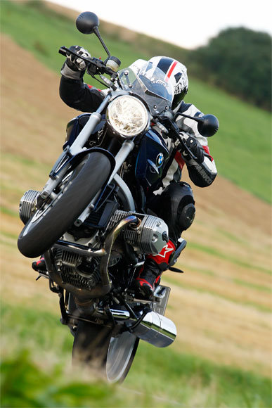 bmw-r-1200-r-wheelie-jpg-1703425